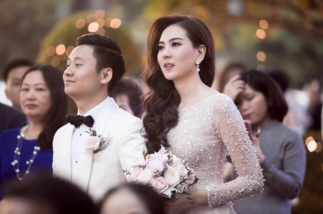 Năm 2016, MC Mai Ngọc kết hôn với bạn trai là thiếu gia Lê Nam. Không chỉ được ông xã chiều chuộng, Mai Ngọc còn được cả gia đình chồng yêu quý.
