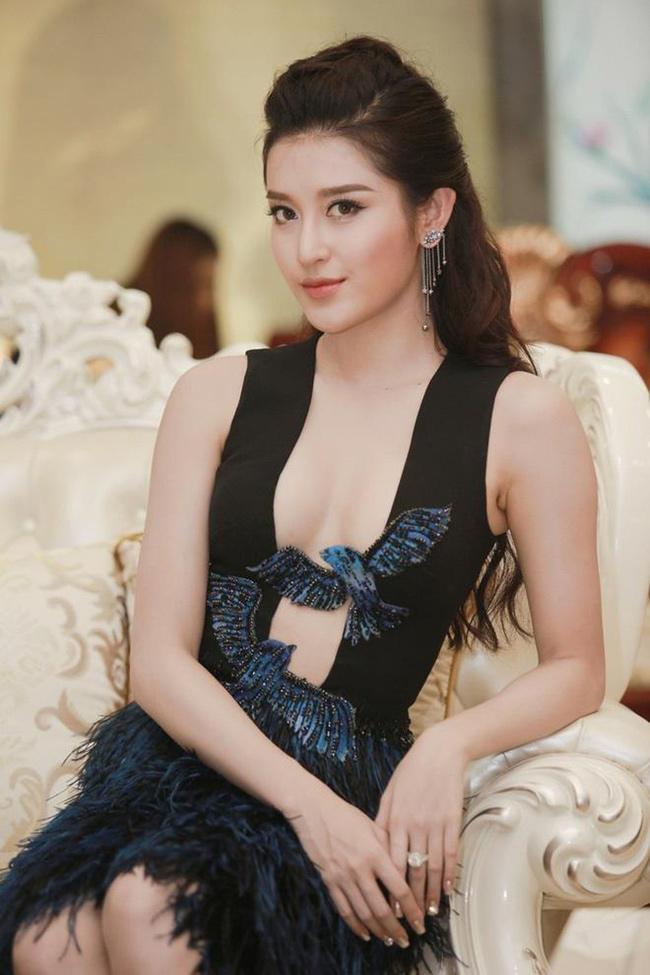 Người đẹp mới 24 tuổi nhưng sở hữu một khối tài sản đáng nể.