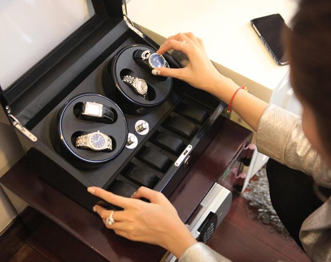 Bộ sưu tập đồng hồ của người đẹp khiến các cô gái khác phải ghen tỵ.