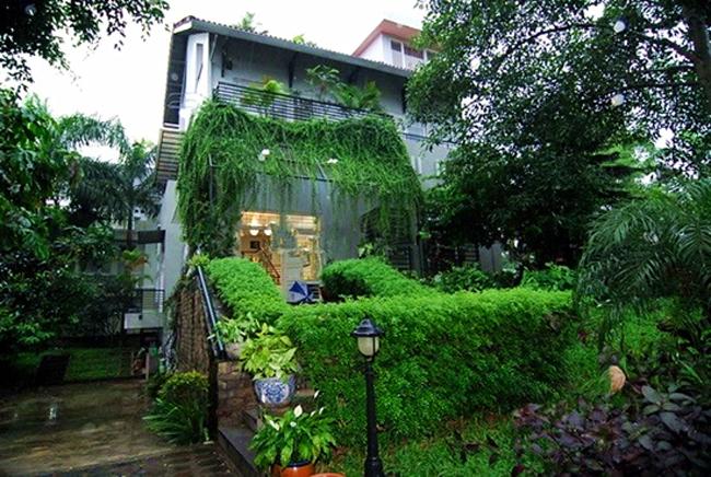 Gia đình cô còn có một căn biệt thự vườn rộng 800 m2 ở ngoại thành Hà Nội.