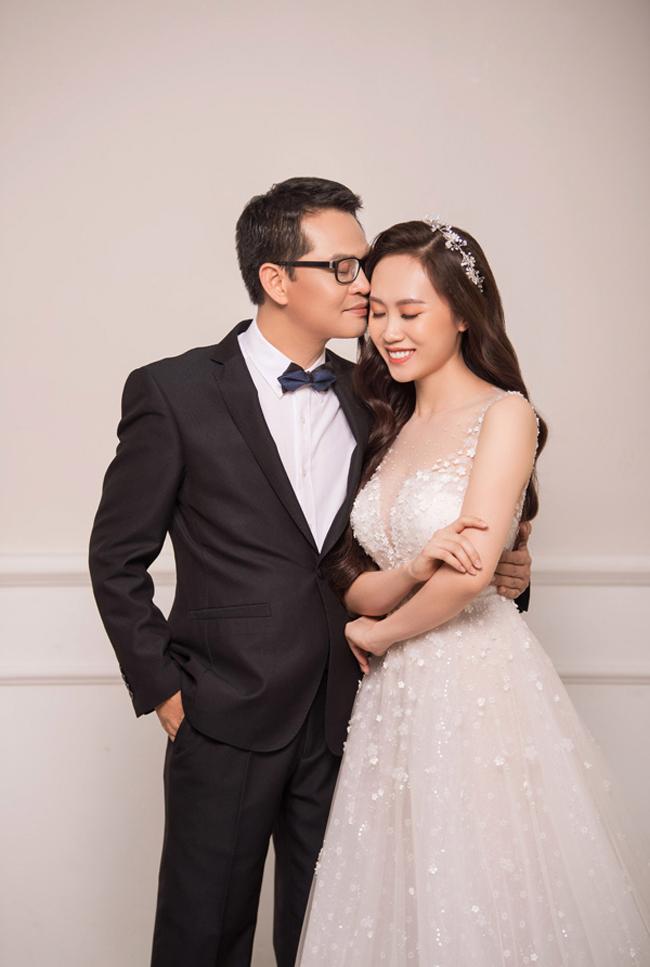 Ngày 17 tháng 3 năm 2019, Nghệ sĩ Nhân dân Trung Hiếu làm lễ thành hôn tại quê nhà tỉnh Thái Bình với Thu Hà, nữ nhân viên ngân hàng kém anh 19 tuổi (sinh năm 1992), quê ở Sơn La.