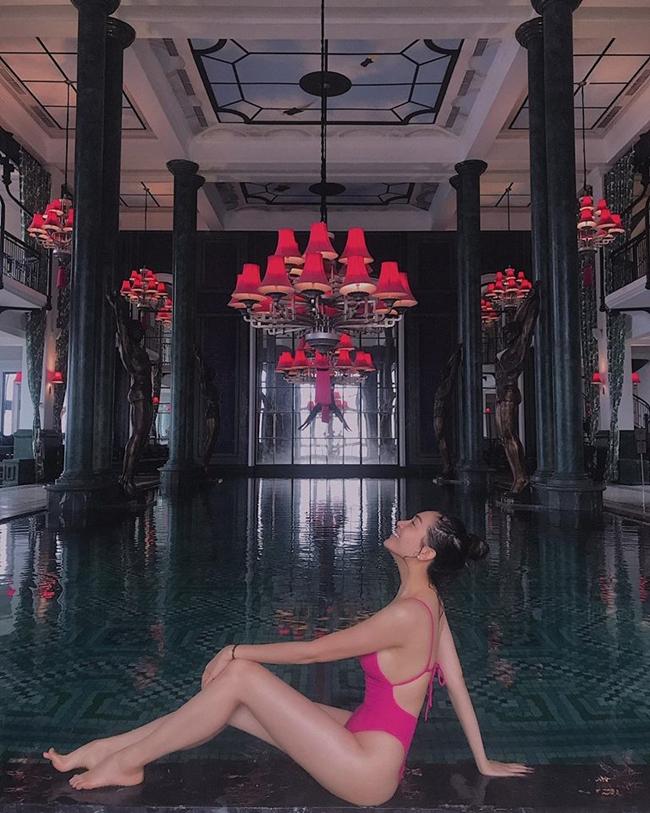 Gần đây, người đẹp 9X gây chú ý khi tham gia chương trình Cuộc đua kỳ thú cùng cô bạn thân là Hoa hậu H'Hen Niê và giành giải Quán quân.