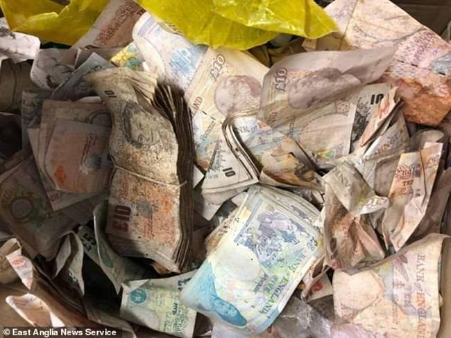 Ban đầu, số tiền được chuyển cho cảnh sát để tìm chủ nhân. Tuy nhiên, trong 6 tháng, họ không tìm được chủ nhân nên được trao lại cho tổ chức từ thiện. Cảnh sát nhận định đây có thể là két sắttừng nằm trongmột văn phòng củanhà máy cũ đã bị phá hủy.