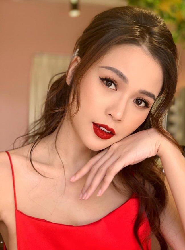 Sam tên thật là Nguyễn Hà My, là một trong những hot girl đời đầu đình đám của Sài thành.