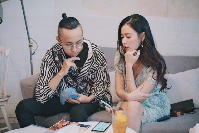 Ngoài vai trò giảng dạy, diễn viên, Midu còn được gọi là hot girl kinh doanh khi. Người đẹp có niềm đam mê kinh doanh từ nhiều năm trước và hiện tại đã sở hữu công ty với thương hiệu thời trang riêng, là người đồng sáng lập dự án khu phức hợp Zone 87 từng là điểm đến rất nổi tiếng của giới trẻ.