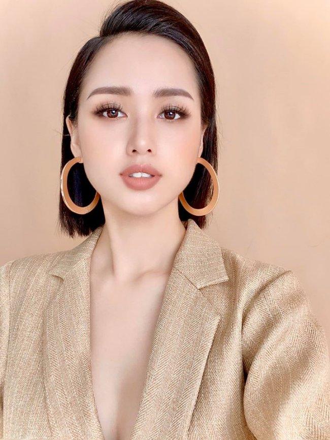 Tâm Tít (tên thật Phạm Thanh Tâm) lại là hot girl đời đầu của Hà Nội, từng là gương mặt quen thuộc xuất hiện với vai trò người mẫu đại diện của các game online đình đám thời bấy giờ.