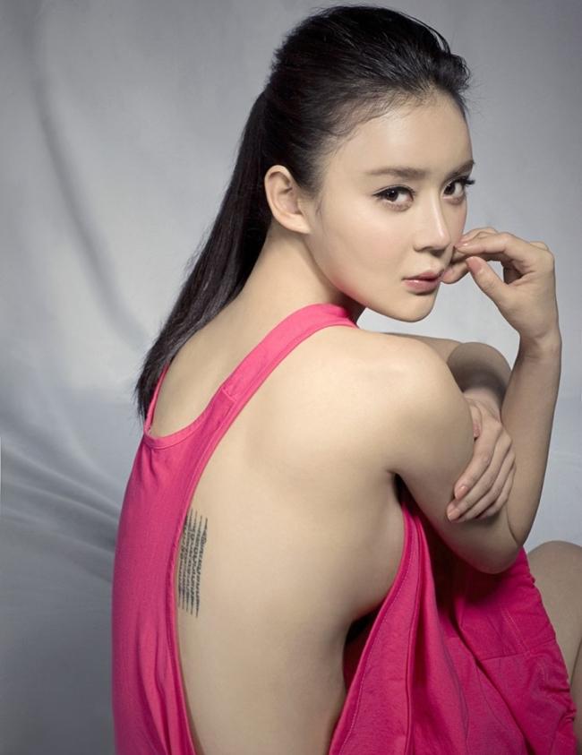Sau khi rời khỏi công ty của Vu Chính, sự nghiệp của Viên San San không mấy khởi sắc. Vài năm gần đây, cô chỉ tham gia các vai phụ, tên tuổi bị nhiều người đẹp khác lấn át.