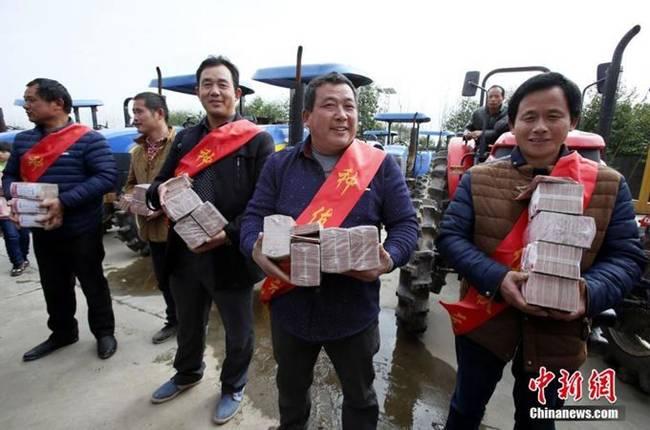Có nông dân được chia số tiền thưởng tới hơn 100.000 nhân dân tệ.