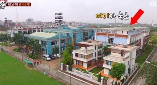 Sao Hàn bất ngờ ghé thăm nhà HLV được trả lương 1,1 tỷ đồng/tháng tại Việt Nam - 4