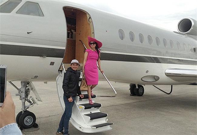 Thậm chí, gia đình ca sĩ Hà Phương có phi cơ riêng, có thể di chuyển khi cần ở đường bay gần.