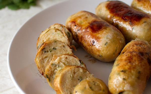 Thịt lợn tăng giá, mẹ tự làm xúc xích gà vừa rẻ lại cực ngon khiến con thích mê - 5