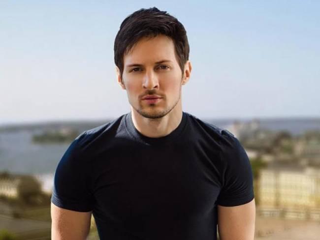 Trước Blueface, cũng có các tỷ phú khác từng làm điều tương tự. Năm 2012, triệu phú trẻ Pavel Durov, 27 tuổi, người Ngađã gấp máy bay bằng các tờ tiền mệnh giá 5000 Rúp rồi ném ra từ cửa sổ.