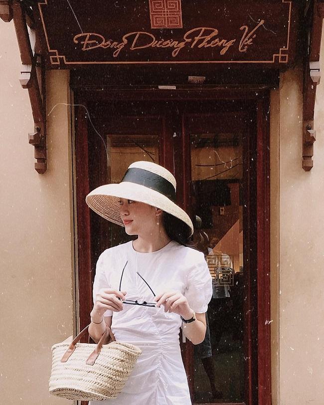 Trên trang cá nhân, Ngọc Bích thường xuyên chia sẻ những bức ảnh đi chơi, tận hưởng cuộc sống