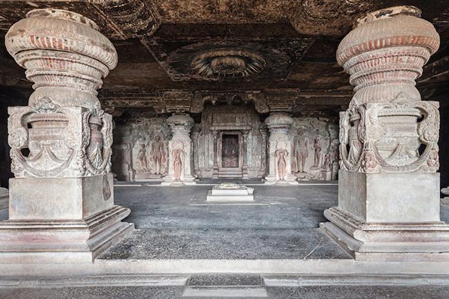 Khám phá hang động cổ đại nhất ở Ấn Độ - 9