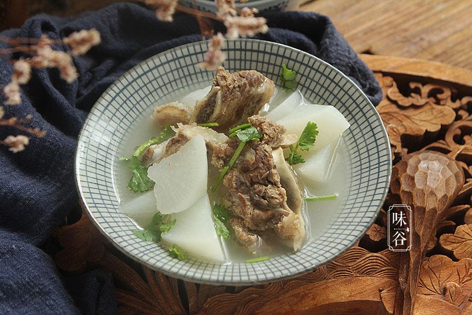 Món canh xương bò hầm với củ cải rẻ tiền nhưng lại được ví như 'nhân sâm'