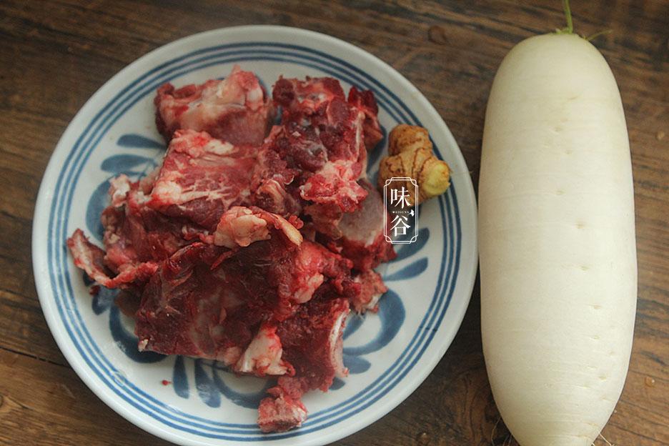 Món canh xương bò hầm với loại củ rẻ tiền nhưng lại được ví như