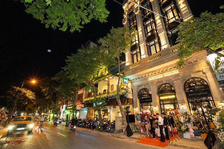 Choáng ngợp những căn biệt thự của đại gia Việt có bể cá Koi tiền tỷ - 1