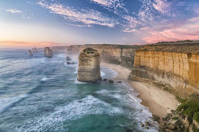 Đường Great Ocean, Australia: Dù con đường này nằm trong top 'những con đường đẹp nhất thế giới' với nhiều điểm tham quan nhưng cũng không kém phần nguy hiểm khi động vật hoang dã bất ngờ xuất hiện trên đường.