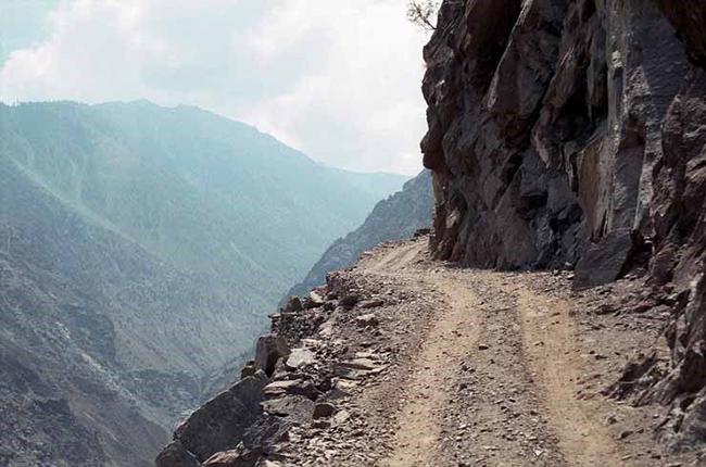Đường Patiopoulo-Perdikaki, Hy Lạp: Đường Patiopoulo-Perdikaki cũng nằm trong danh sách nguy hiểm nhất thế giới do có nhiều ổ gà lớn, nền đường gồ ghề và những vết nứt khổng lồ.