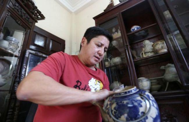 Nghệ sĩ Chí Trung tiết lộ anh là người thích đồ cổ chứ không sưu tầm. Với anh, những món đồ cổ mang lại sự tĩnh tâm mỗi khi đi diễn đêm về.