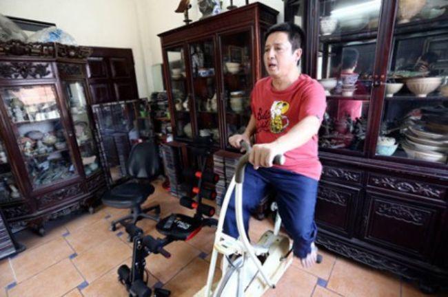 'Táo Giao thông' còn sắm cả máy tập gym để rèn luyện sức khỏe tại nhà.