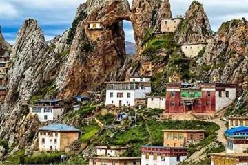 Ngôi đền cổ bí ẩn nhất Tây Tạng