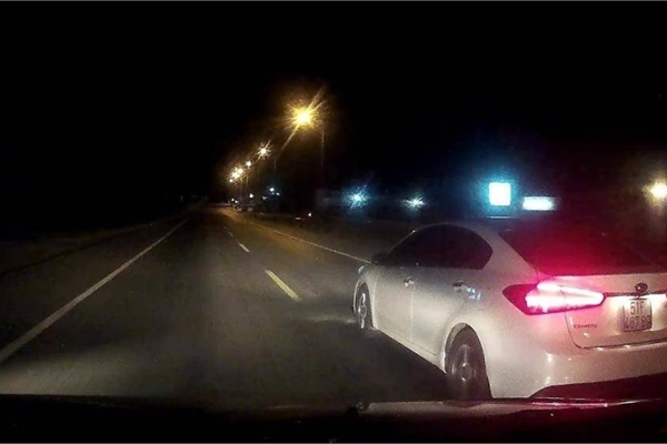 Những tình huống lái xe không nên cố vượt, dễ tai nạn