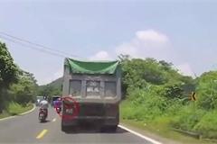Bất ngờ lý do quyết không cho xe sau vượt của tài xế xe ben