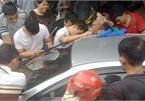 Thót tim giải cứu bé trai bị bố bỏ quên trong ô tô ở Quảng Ninh