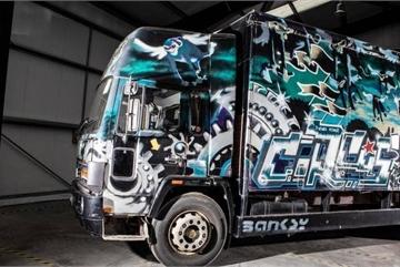 Xe tải Volvo có giá triệu đô vì được vẽ bức họa nổi tiếng