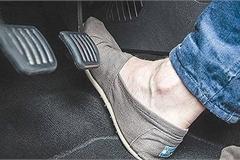 Bàn đạp phanh ô tô rung lắc phải làm sao?