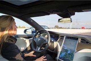 Tranh cãi chế độ tự lái khiến lái xe ngủ gật trên ôtô điện Tesla