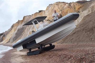 Khám phá xuồng cao tốc đi được cả trên biển lẫn mặt đất