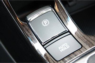 Phanh tay điện tử ô tô có thể sử dụng thay thế phanh chân?