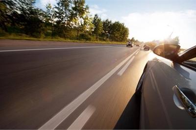 Những tình huống giao thông tài xế không nên cố vượt