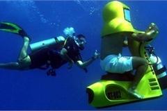 Khám phá chiếc xe máy đặc biệt có thể di chuyển dưới nước