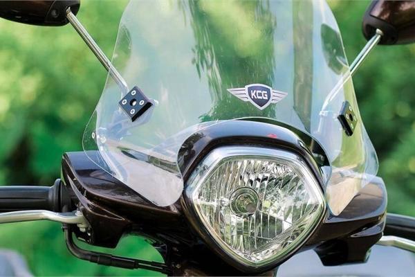 Có nên lắp kính chắn gió xe máy?