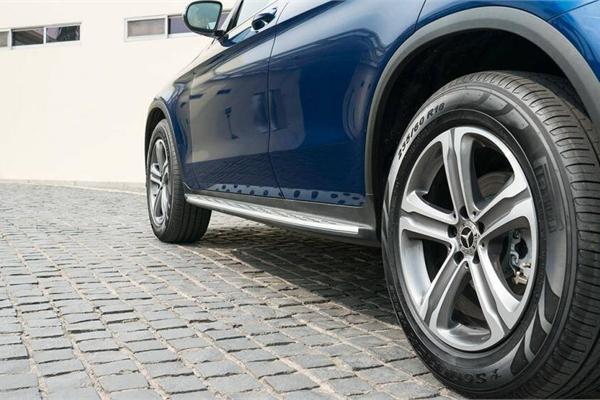 Vành ô tô thường được làm từ những vật liệu nào?