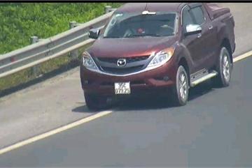 Xe bán tải đi lùi 500m trên cao tốc Hà Nội - Hải Phòng