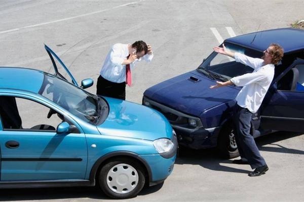 Vì sao xe số tự động bị tính phí bảo hiểm cao hơn xe số sàn?