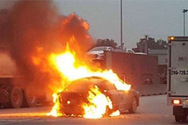 Phòng chống cháy nổ ô tô trong ngày nắng nóng thế nào?