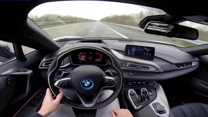 Bấm nút khởi động ô tô khi xe đang chạy, hậu quả thế nào? 3