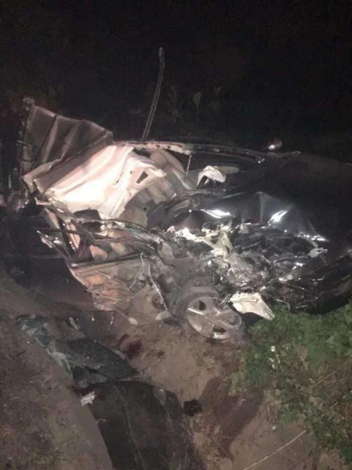 Hai người trên ô tô biển xanh đâm đuôi xe container ở Quảng Ninh đã tử vong 3