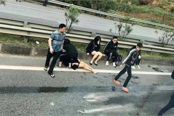 Xe Limousine tông đuôi ô tô đầu kéo trên cao tốc: 1 nữ nạn nhân tử vong