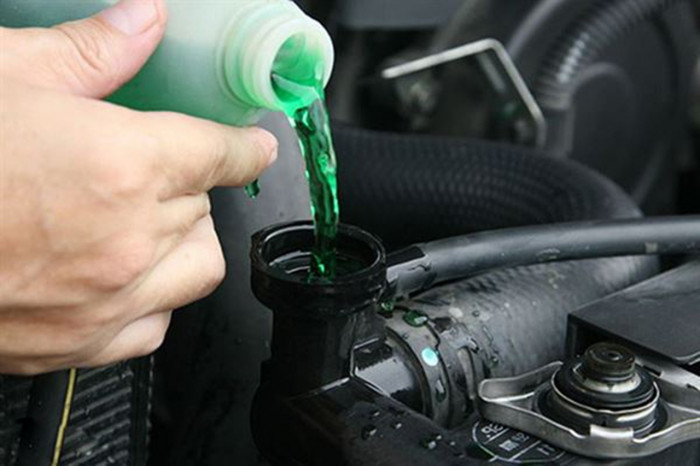 Két nước làm mát ô tô có cần phải vệ sinh? 1