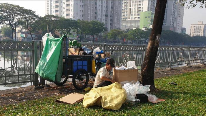 rác, rác, rác… ngập đại lộ đẹp nhất sài gòn