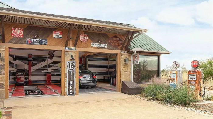 Ngôi nhà kỷ vật ô tô trị giá 8 triệu USD 2