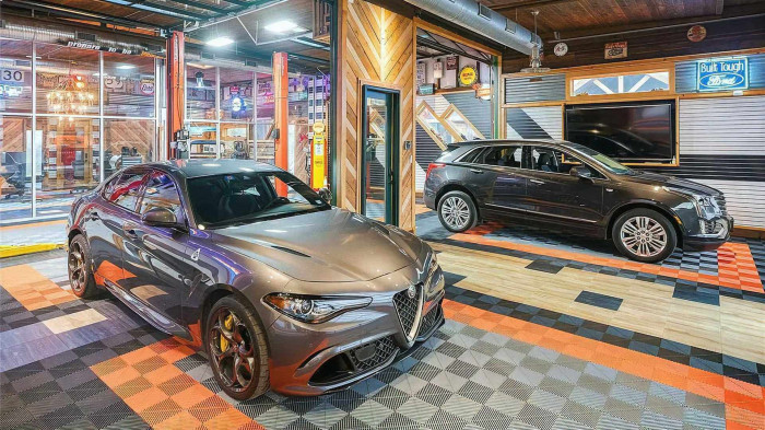 Ngôi nhà kỷ vật ô tô trị giá 8 triệu USD 3