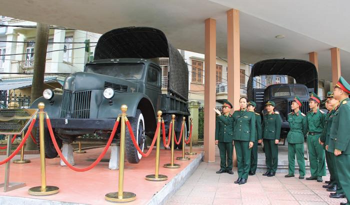 """Chuyện chưa kể về chiếc ô tô bảo vật quốc gia """"Made in Việt Nam"""" 1"""