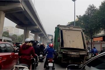 Hà Nội: Nhan nhản xe chở rác hoạt động trong giờ cấm gây ùn tắc